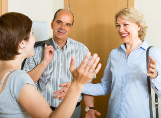 Как представить своего партнера родителям?